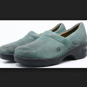 BORN GREEN LEATHER CLOGS 7